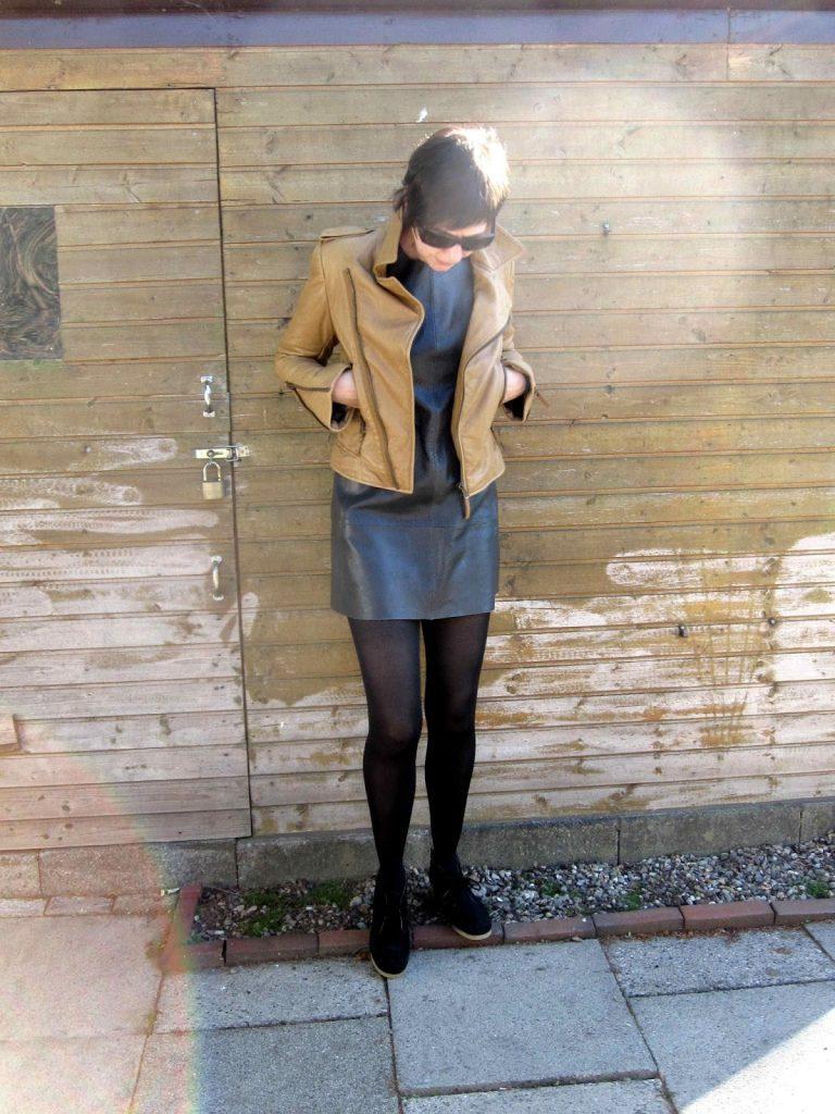 Balenciaga Leder Kleid biker jacket perfecto camal clarks shoe