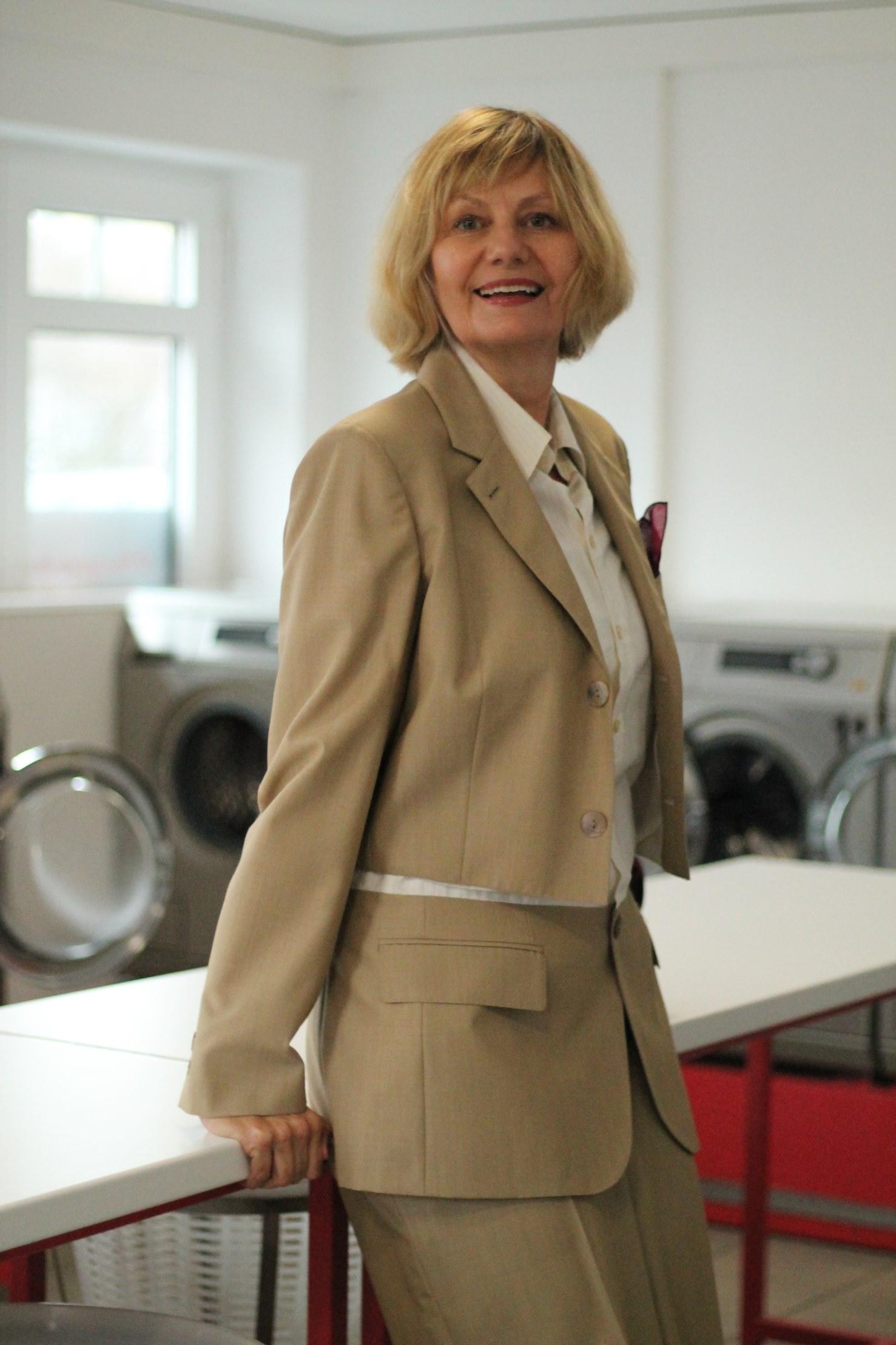 Westerland Sylt Waschsalon Jean-Paul Gaultier Anzug Louis Vuitton Tasche